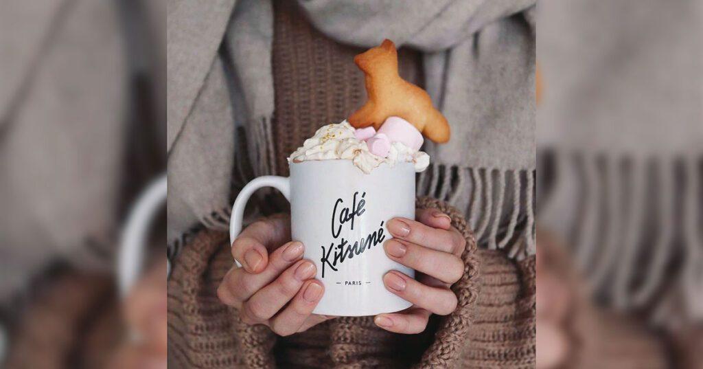 biscotto con la forma del logo del cafe kitsune di parigi