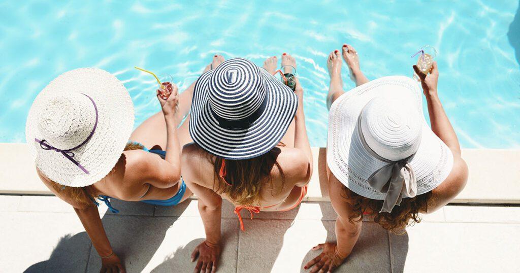 orari della piscina di un hotel inviati tramite whatsapp